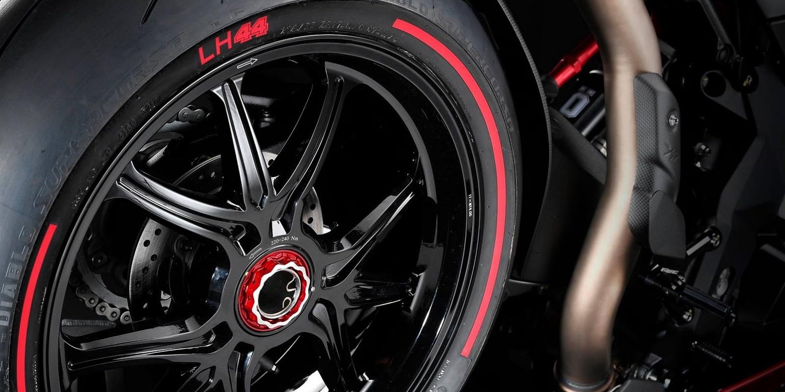 El exclusivo diseño de la MV Agusta F4 LH44 destaca en cada una de las partes de la motocicleta